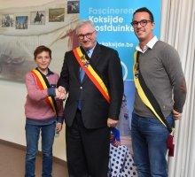 Kinderburgemeester Briek Balduck, burgemeester Marc Vanden Bussche en schepen van Onderwijs Lander van Hove